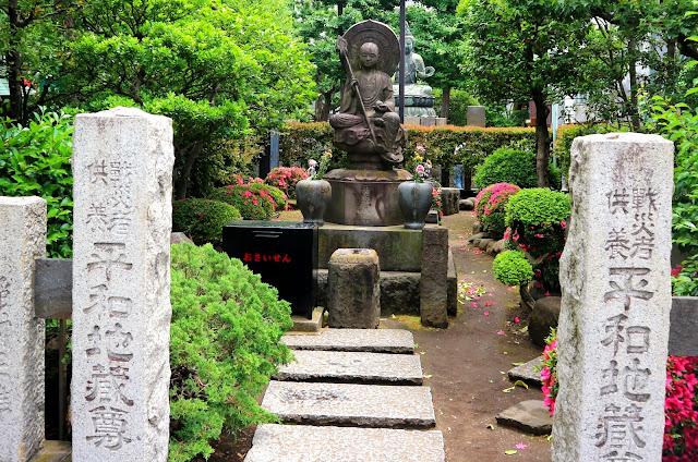 Le cimetière du Temple Senso-Ji à Asakusa.