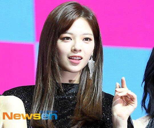 """رأي مستخدمي النت على Jungyeon من توايس """"لأول مرة في شكلها بالشعر الطويل منذ ظهوره لأول مرة"""""""