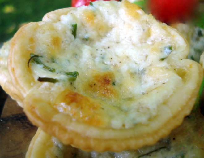 Puff pastry cheese and chives baskets by Laka kuharica: remove them from silicone moulds, sprinkle with chopped chives