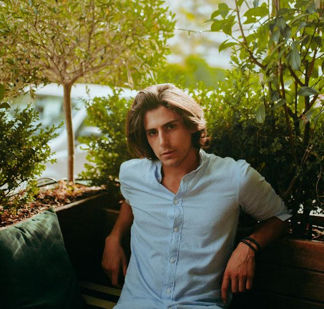 Prince Paris prolonge l'esprit de l'été avec Ordinary Fools Ft. Claire Ridgely