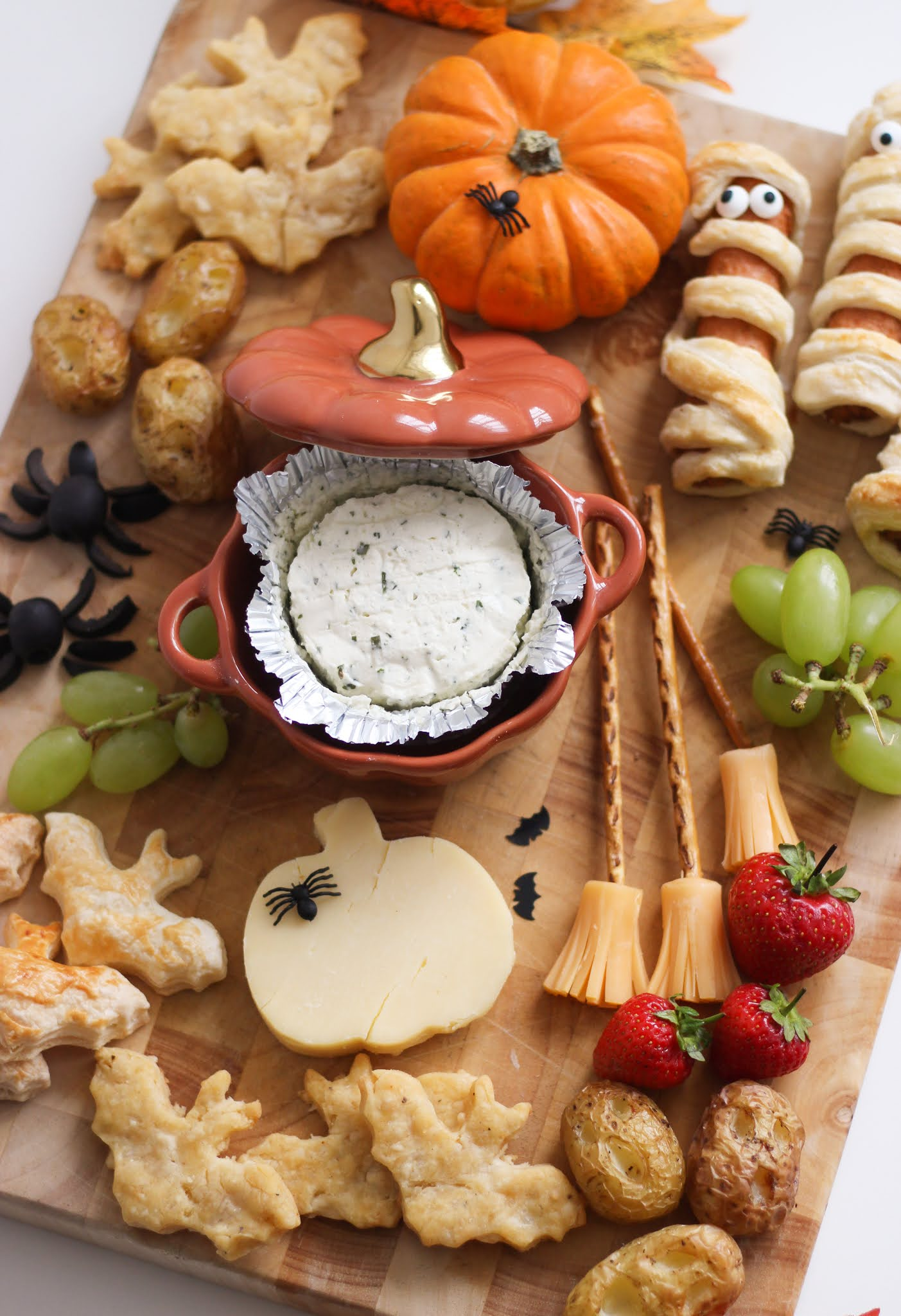 Halloween Snack Board Creative Ideas