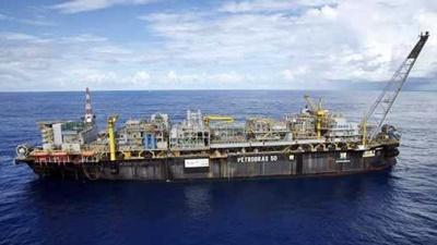 Petroleiros são desembarcados de P-50 e testam positivo para Covid-19, diz Sindipetro