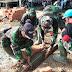 Anggota Satgas TMMD Kodim Kodim Rehap Garis Lapangan Volly