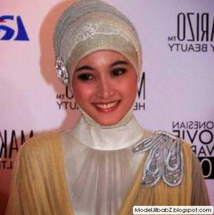 model jilbab Meyda Sefira pesta