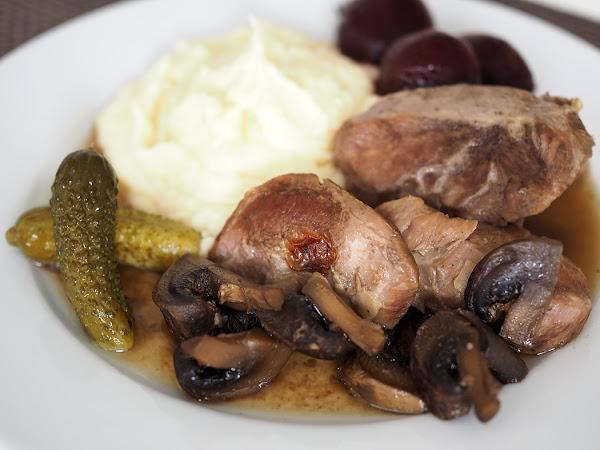 Pehmoisia possunposkia karjalanpaistin tapaan suomalaisen ruoan päivänä