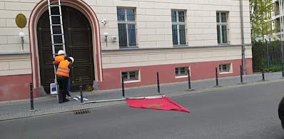 ألمانيا مطالبة بمتابعة الأشخاص  الذين أسقطوا  العلم المغربي من فوق بناية سفارة المغرب ببرلين