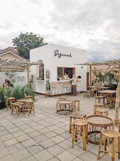 Konsep cafe outdoor sederhana