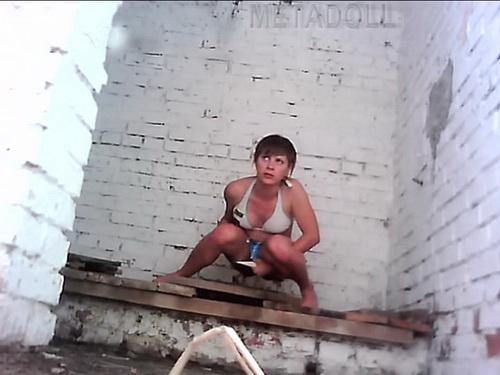 подглядывание в деревенском туалете фото нас всегда