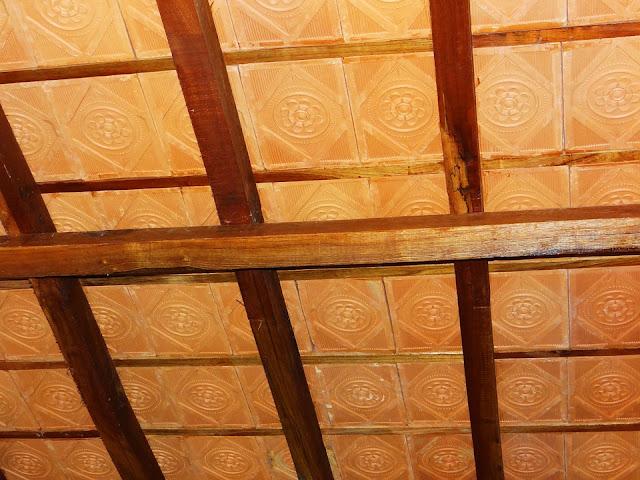 controsoffitto rustico-piastrelle-legno