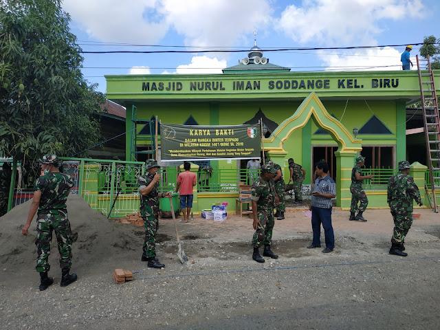 Bukti Kemanunggalan TNI dan Rakyat, Dandim 1407/Bone Terjun Langsung Bantu Warga Rehab Masjid