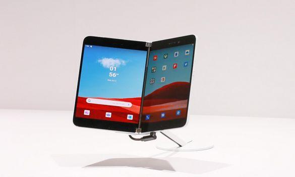 تسريب صور هاتف مايكروسوفت الجديد Surface Duo !!