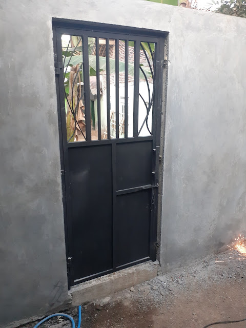 Pintu-Besi-Belakang