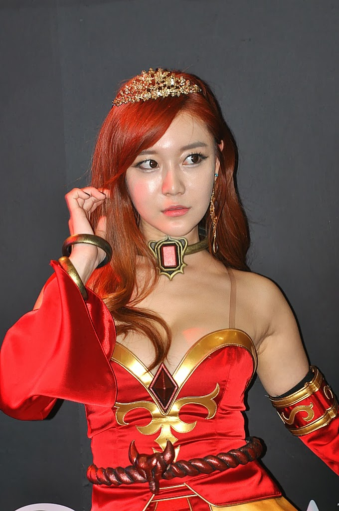 Choi Seul Ki (최슬기) Cosplay Lina from Dota 2