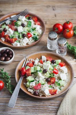 Salade de couscous israélien, concombre, tomates et feta