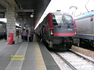 80d43581acf8c Venezia Santa Lucia, 4.06.2017. Il treno EC 31, proveniente da Wien  Hauptbahnhof è arrivato al binario 8.