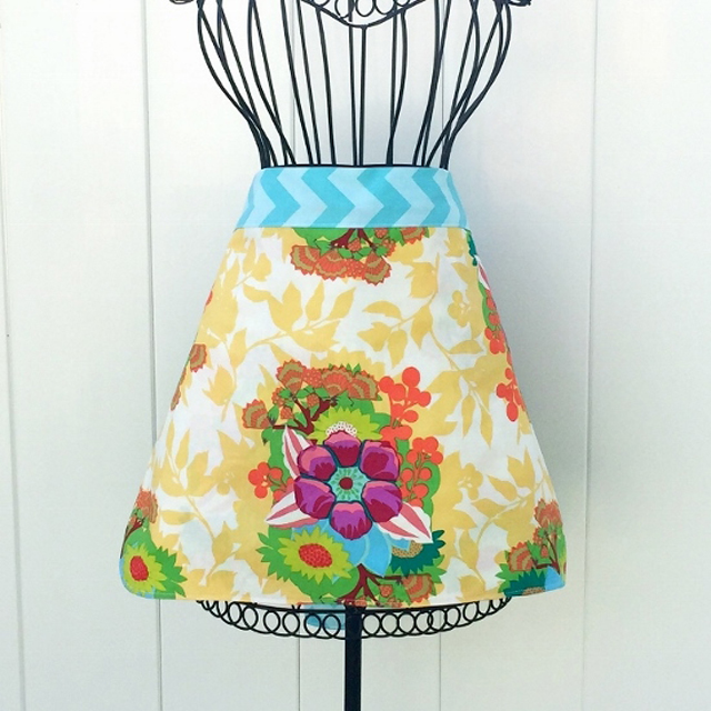 Make an apron, that ties at the waist, in an hour. Free tutorial and pattern at DIY Crush.