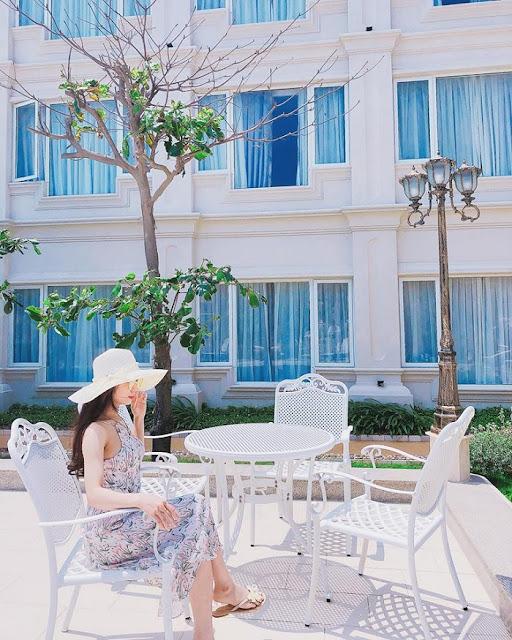 cách tạo dáng chụp ảnh ở resort, cach tao dang chup anh resort, tạo dáng ở resort, tao dang o resort