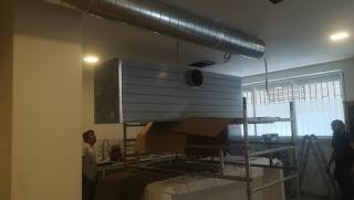 foto de instalación tubo campana extractora en restaurante de madrid