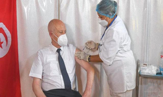 Tunisie : Le président Saïed reçoit la première dose du vaccin contre le coronavirus au centre de Mnihla