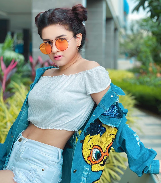 Avneet Kaur Photos