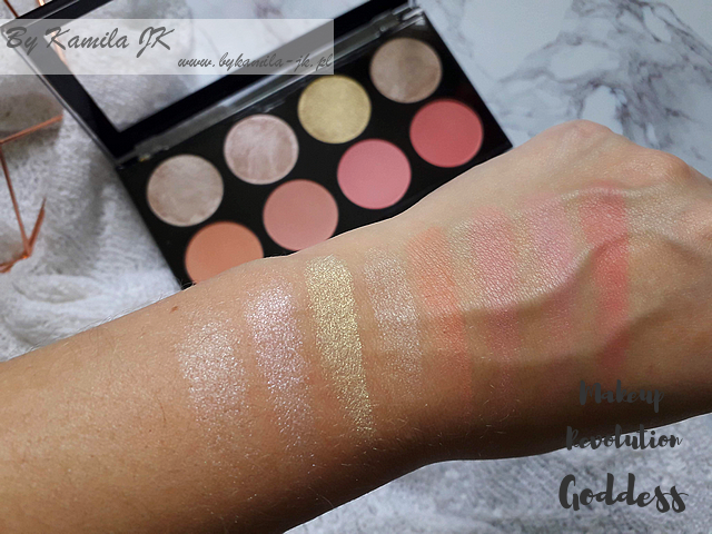 Makeup Revolution paletki różów Blush Palette Goddess swatch