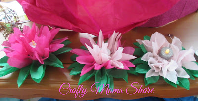 http://craftymomsshare.blogspot.com/2015/10/crafty-weekends-paper-pom-poms-other.html
