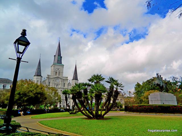Jackson Square e Catedral de São Luís, em Nova Orleans