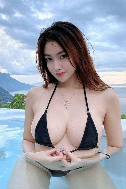 Hot and sexy big boobs photos of beautiful busty asian hottie chick Pinay booty freelance model Syra Mariz photo highlights on Pinays Finest sexy nude photo collection site.