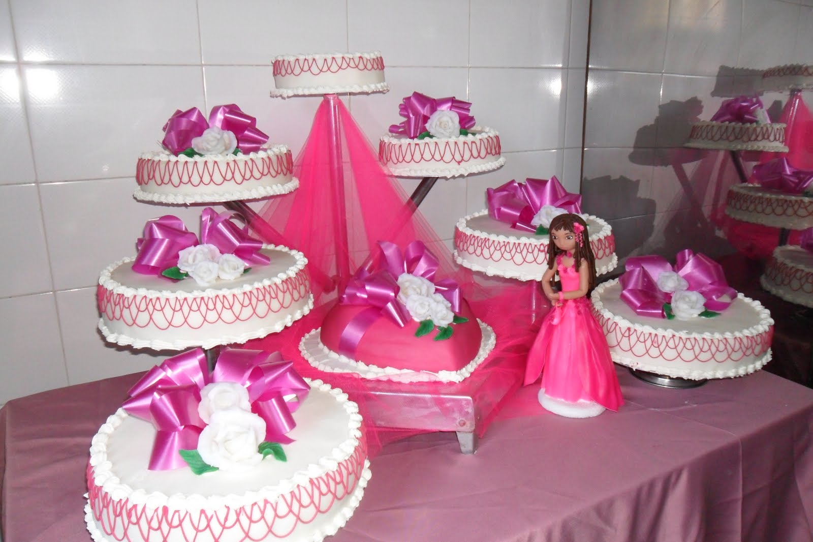 Tortas de 15 a os for Decoracion xv anos 2016