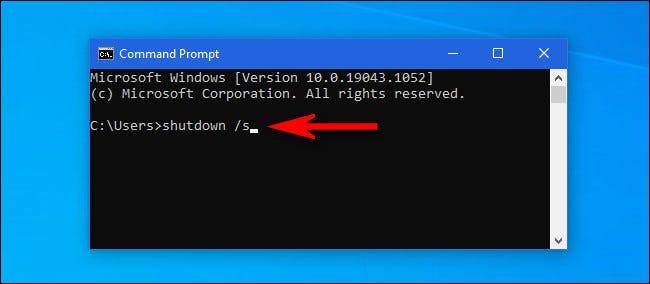 """في نافذة موجه أوامر Windows 10 ، اكتب """"shutdown / s"""" واضغط على Enter."""