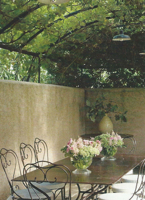 Charming vine-covered dining area Ville Gardini Sept 09, edited by lb for linenandlavender.net, http://www.linenandlavender.net/2012/09/inspiration-file-outdoor-living.html