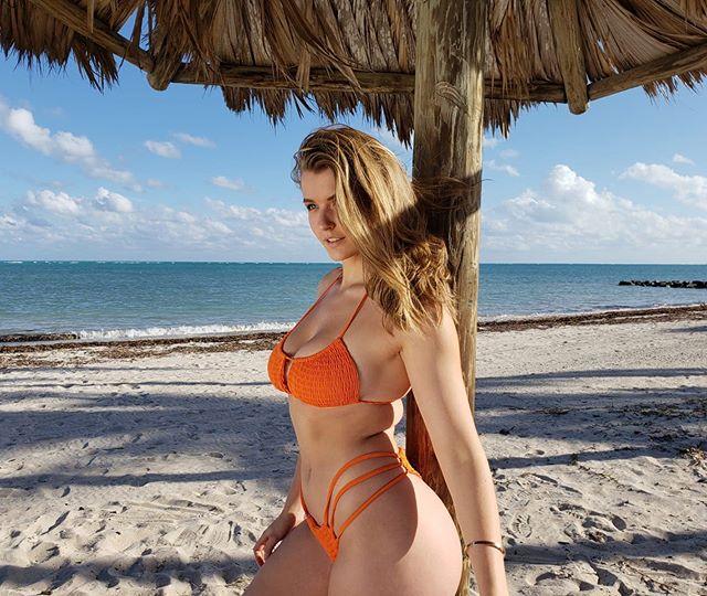 Mia Melano Hot & Sexy Pics