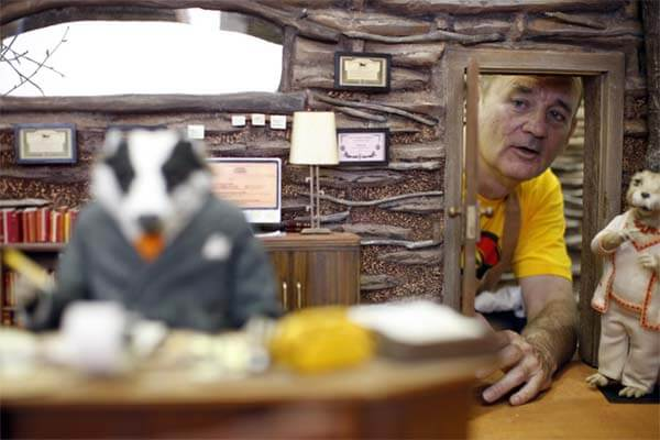60 Iconic Behind-The-Scenes Pictures Of Actors That Underline The Difference Between Movies And Reality - Bill Murray behind the scenes of Fantastic Mr. Fox.