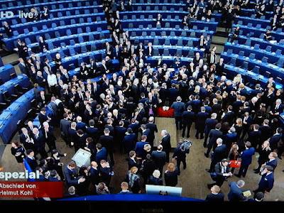 http://www.rp-online.de/politik/deutschland/dom-zu-speyer-bischof-wuerdigt-helmut-kohl-als-wahrhaft-grossen-staatsmann-aid-1.6919111