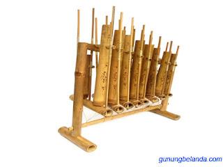 Angklung merupakan alat musik dari Indonesia