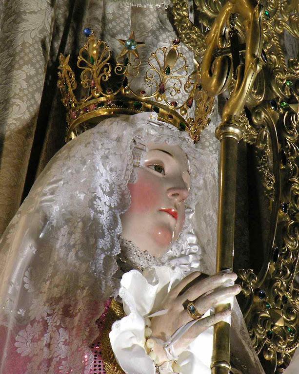 Nossa Senhora do Bom Sucesso no altar principal da igreja conventual