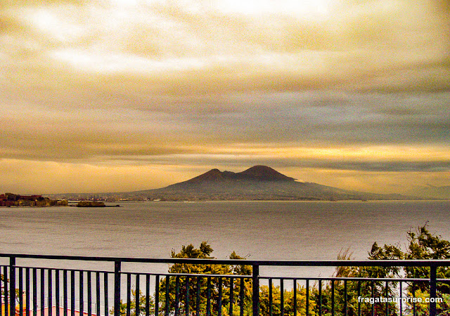 Vulcão Vesúvio no Golfo de Nápoles