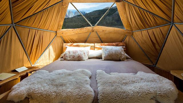 Có tất cả năm trại ở Peru Eco Camp mà bạn được trải qua trong chuyến dã ngoại này. Tất cả đều được thiết kế với các mái vòm rộng 28m². Trong mỗi dorm sẽ có giường cỡ King hoặc 2 giường đơn và được trang bị phòng tắm riêng (nhà vệ sinh và vòi sen mát-xa thủy lực), bếp đốt củi và chăn đủ để giữ ấm cho bạn