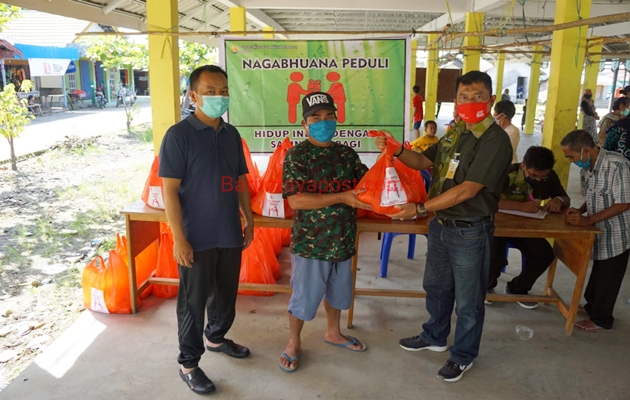 Giliran Warga Mintin Menerima Bantuan Sembako Gratis PT Nagabhuana Aneka Piranti
