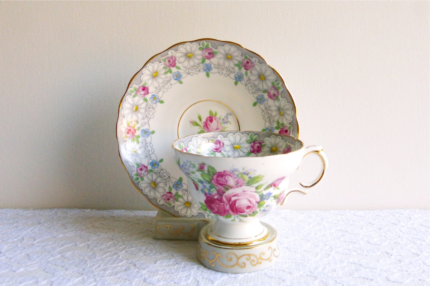Vintage Tea Treasures, Vintage Tea Treasures on Etsy, Etsy teacup shop, vintage teacup shop, vintage Rosina teacup and saucer, vintage pastel floral teacup and saucer, vintage rose teacup, vintage English bone china teacup, vintage English daisy teacup and saucer, vintage English pastel pink rose and white daisy teacup and saucer, vintage daisy teacup and saucer, vintage lace and roses