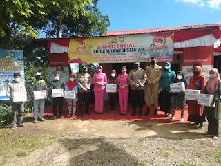 Penuh Haru,Sembilan Perwakilan Warga Kecamatan Tinggimoncong Terima Bantuan Sembako