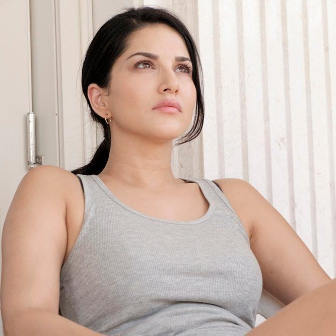 Actress Sunny Leone Hot Images, HD Pictures, Bold