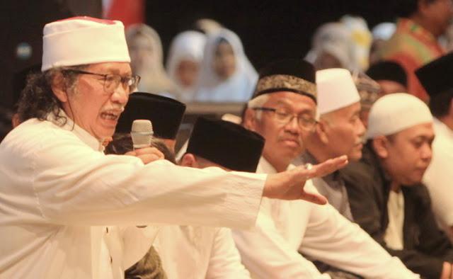 Menohok! Cak Nun: Tidak Ada yang Radikal dalam Islam, Yang Radikal Itu Pemerintah Yang...