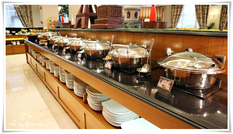 Makan sepuasnya di Dapur Pelangi Hotel Ambhara Jakarta