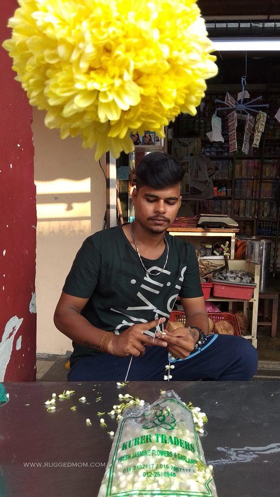 Melaka | Asyiknya si penggubah bunga