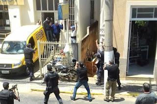 http://vnoticia.com.br/noticia/2062-em-acao-rapida-policiais-frustram-roubo-em-agencia-dos-correios-de-natividade