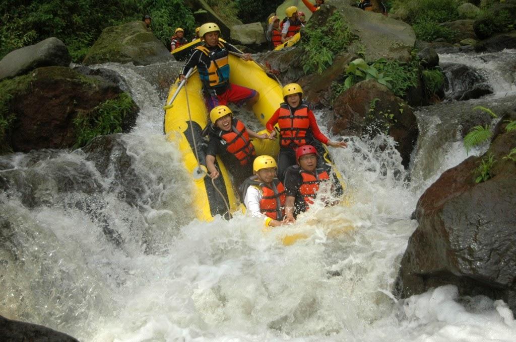 wisata rafting di pacet, www.raftingpacetobech.blogspot.com, 087836152078