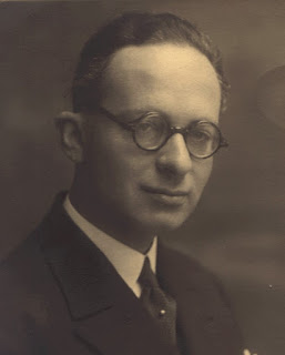 Castelnuovo-Tedesco recognised the potential of the guitar after meeting Segovia in 1932