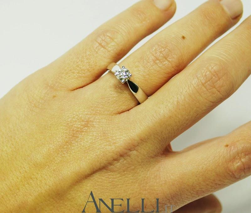 Anelli solitari anello solitario con diamante carati for Dimensioni del garage di 2 e mezzo
