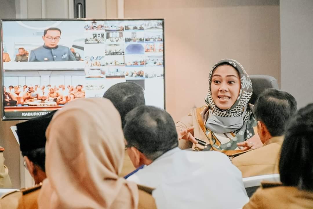 Pemerintah Kabupaten Karawang resmi menerbitkan Peraturan Bupati (Perbup) Nomor 41 Tahun 2020, tentang pembatasan sosial berskala besar (PSBB) proporsional dan adaptasi kebiasaan baru (AKB) untuk pencegahan dan pengendalian Covid-19 di wilayah Kabupaten Karawang.